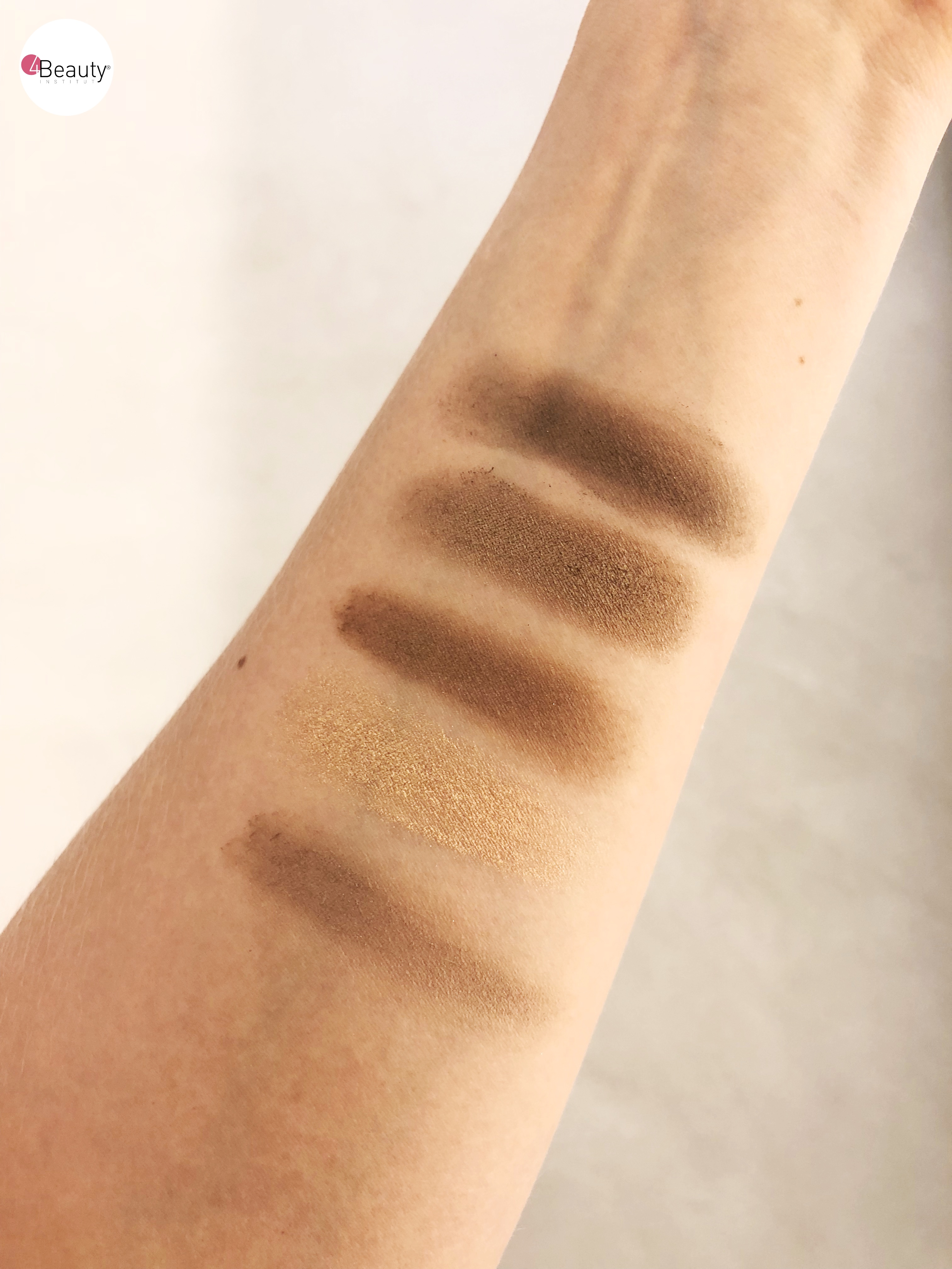 Swatches article yeux bleus